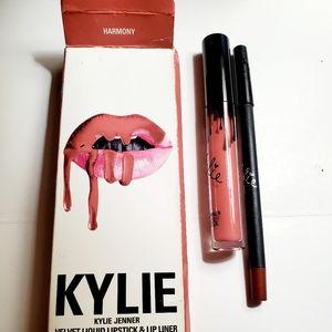 KYLIE *VELVET* Liquid lipstick and lip liner set